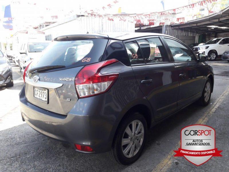 Toyota Yaris 2017 Hatchback completo